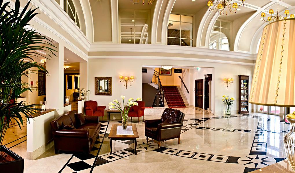 Eingangsbereich des Grandhotel Lienz - Osttirol