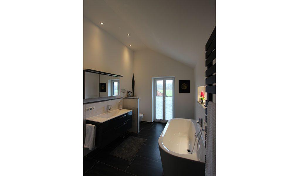 Badezimmer in Dachwohnung