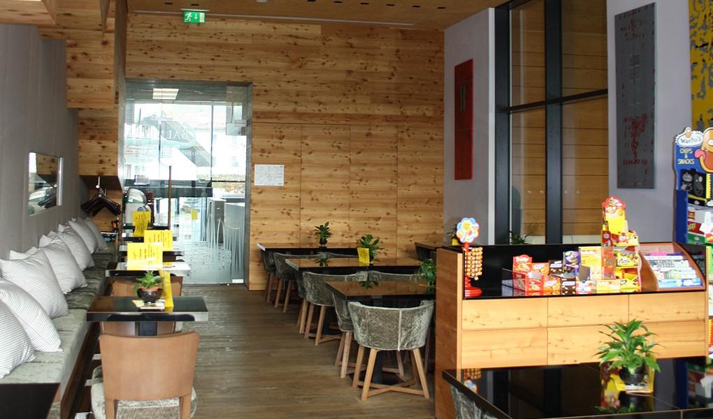 Innenausbau im Restaurant des Hallenbades
