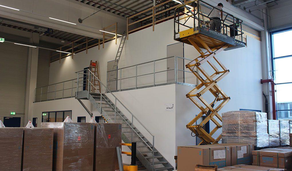 Lagerhalle mit integrierten Bürobereichen